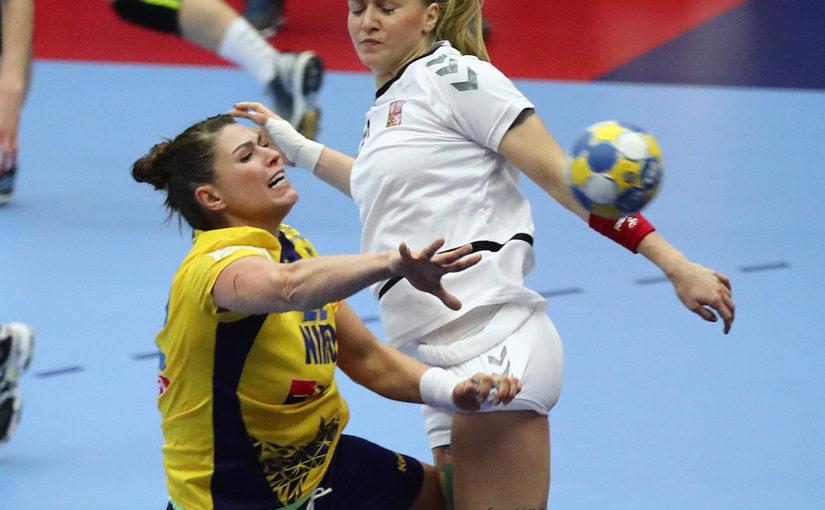 Jucați pentru toți românii, vă rog io, fetelor!